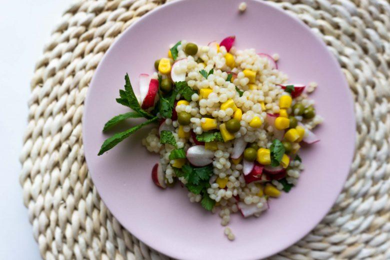 Perlinio kuskuso salotos su daržovėmis
